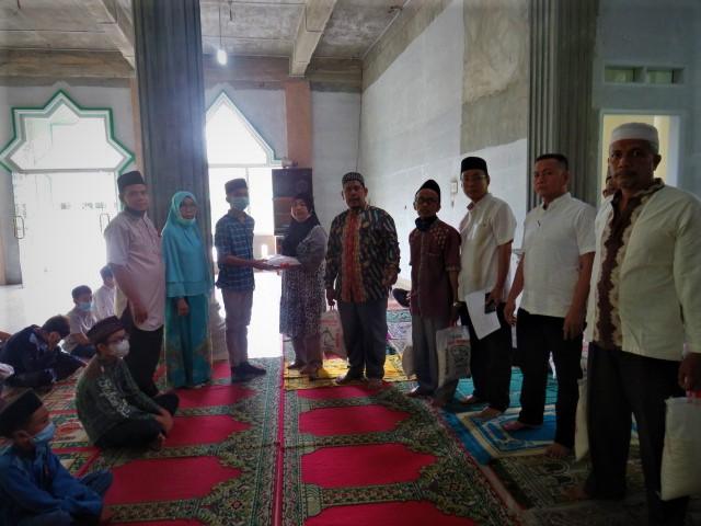 MTsN 2 Medan Semarakkan Ramadhan Dengan Berbagi Sesama